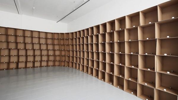 zimoun_138_prepared_dc-motors_cotton_balls_cardboard_boxes_40x40x40cm_04_800x450px